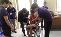 Đại sứ quán Israel tại Việt Nam trao 100 chiếc xe lăn tặng trẻ em khuyết tật