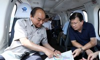 Thủ tướng Nguyễn Xuân Phúc thị sát tác động biến đổi khí hậu đối với vùng Đồng bằng Sông Cửu Long