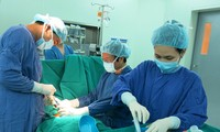 Việt Nam là nước đầu tiên trên thế giới ghép tế bào gốc chữa xơ phổi thành công