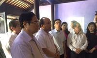 Thủ tướng Nguyễn Xuân Phúc thăm nhà lưu niệm Chủ tịch Hồ Chí Minh tại Huế