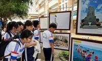 """Triển lãm """"Hoàng Sa, Trường Sa của Việt Nam - Những bằng chứng lịch sử và pháp lý"""" đến với giáo viên, học sinh Long An"""