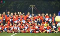 Tặng quà trị giá 100 triệu đồng cho mỗi thành viên Đội tuyển nữ Việt Nam