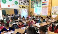 Áo ấm nâng bước trẻ tới trường trong mùa đông giá rét