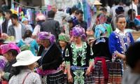 Chợ phiên cổ xưa dưới chân núi Hoàng Liên Sơn