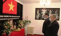 Bộ trưởng Bộ Cựu chiến binh Algeria Tayeb Zitouni viếng và ghi Sổ tang tưởng nhớ nguyên Tổng Bí thư Lê Khả Phiêu