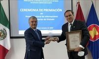 Trao 2 Giải thưởng toàn quốc về thông tin đối ngoại cho các tác giả Mexico