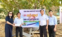 Cộng đồng người Việt ở Ba Lan đến với những ngôi trường ở vùng lũ