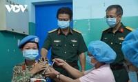 Tiêm vaccine phòng COVID-19 cho các cán bộ, chiến sĩ chuẩn bị đi làm nhiệm vụ tại Nam Sudan