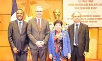 Chủ nhiệm Ủy ban Về các vấn đề xã hội Nguyễn Thúy Anh nhận Huân chương Bắc đẩu bội tinh