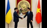Trao quyết định bổ nhiệm Lãnh sự danh dự Việt Nam tại Odessa (Ukraine)
