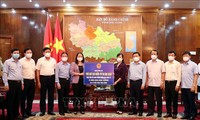 Phó Chủ tịch nước thăm, động viên cán bộ và nhân dân vùng tâm dịch