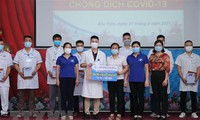 Cán bộ y tế tỉnh Thái Bình và Bắc Kạn lên đường chi viện Bắc Giang chống dịch COVID-19