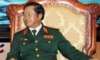 Kepala Staff  Umum Tentara Rakyat Vietnam Do Ba Ty menerima Panglima Angkatan Darat Singapura