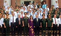 Ketua MN Nguyen Sinh Hung menghadiri upacara Penutupan Tahun Kuliah 2013-2014 dari Akademi Pertahanan