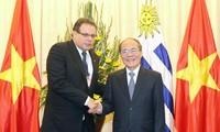 Ketua Majelis Rendah Republik Timur  Uruguay mengakhiri dengan baik kunjungan resmi di Vietnam
