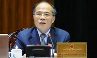 Ketua MN Nguyen Sinh Hung menerima para legislator dan pemimpin wanita