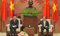 Ketua MN Nguyen Sinh Hung menerima Wakil Ketua Kongres Nasional Rakyat Tiongkok