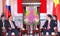 Tidak henti-hentinya memupuk persahabatan Vietnam-Laos dan Vietnam-Kamboja