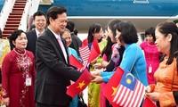 PM Nguyen Tan Dung tiba di Malaysia untuk menghadiri KTT ASEAN-27