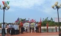 Upacara membakar hio memperingati ultah ke-126 Hari Lahirnya Presiden Ho Chi Minh.
