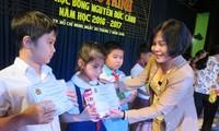 181 pelajar miskin mendapat beasiswa Nguyen Duc Canh