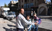 Tentara Suriah terus meminta kepada kaum pembangkang supaya membiarkan warga sipil mengungsi dari kota Aleppo