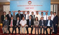 Pemimpin Pengurus Besar Front Tanah Air bertemu dengan anggota -nya yang adalah diaspora Vietnam