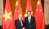 Sekjen KS PKV, Nguyen Phu Trong melakukan pertemuan dengan PM Dewan Nasional Tiongkok, Li Keqiang