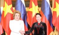 Turut mengembangkan lebih lanjut lagi hubungan persahabatan dan kerjasama baik antara badan legislatif Vietnam-Federasi Rusia