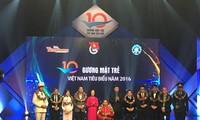 Memuliakan 10 tokoh muda Vietnam yang tipikal tahun 2016