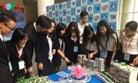 Membuka Forum Ilmiah dari pelajar dan mahasiswa internasional kota Ho Chi Minh