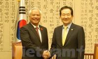 Wakil Ketua MN Vietnam, Uong Chu Luu bertemu dengan Ketua Parlemen Republik Korea