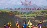Sekjen merangkap Wakil Ketua Gabungan Asosiasi Persahabatan Vietnam, Don Tuan Phong menerima delegasi Komite Perdamaian dan Persatuan Laos