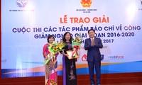 Acara penyampaian penghargaan dan pencanangan Kompetisi pers menulis tentang  pengentasan kemiskinan tahun 2018