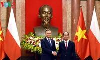 Presiden Tran Dai Quang memimpin Resepsi kenegaraan untuk menyambut Presiden Republik Polandia