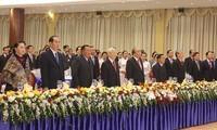 "Sekjen  KS PKV Nguyen Phu Trong dan Sekjen, Presiden Laos, Bounnhang Vorachith mengunjungi Pameran foto ""Penuh dengan solidaritas istimewa Vietnam-Laos"""