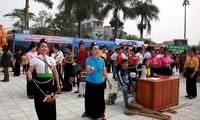Aktivitas-aktivitas dalam Festival Bunga Ban Propinsi Dien Bien yang bergelora