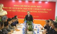 Wakil Ketua MN, Phung Quoc Hien melakukan kunjungan kerja di Tanzania
