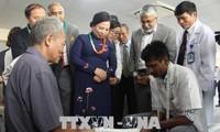 India memberikan bantuan untuk memasang kaki palsu gratis kepada penyandang cacad Propinsi Vinh Phuc