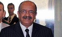Mengembangkan lebih lanjut lagi hubungan kerjasama Vietnam-Aljazair