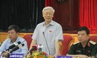 Sekjen KS PKV, Nguyen Phu Trong melakukan kontak dengan para pemilih Kota Hanoi
