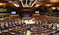 PACE menunda mengesahkan rekomendasi memulihkan hak pemungutan suara  Rusia