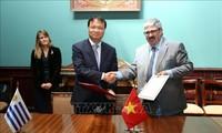 Memperingati ultah ke-25 penggalangan hubungan diplomatik Vietnam-Uruguay