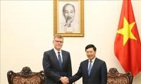Deputi PM, Menlu Vietnam,  Pham Binh Minh menerima Wakil Presiden Bank Pembangunan Asia