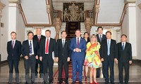 Pimpinan Kota Ho Chi Minh menerima Gubernur Kawasan Australia Utara