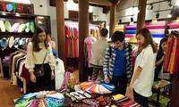 Pekan Kebudayaan, Pariwisata dan Perdagangan Desa Kerajinan Sutra Van Phuc
