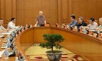 Sekjen, Presiden Viet Nam, Nguyen Phu Trong  memimpin sidang Badan Harian Subkomisi tentang Dokumen Kongres Nasional ke-13 PKV