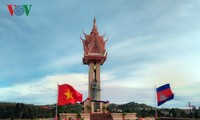 Meresmikan Patung Monumen Persahabatan Vietnam-Kamboja di Propinsi Mondulkiri