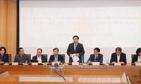 Deputi PM, Vuong Dinh Hue melakukan temu kerja dengan Kota Hanoi tentang situasi investasi asing