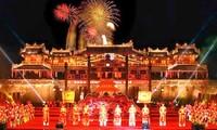 Zona pusaka Hue menyambut kedatangan  kira-kira 50 000 wisman sehubungan dengan liburan Hari Raya Tet